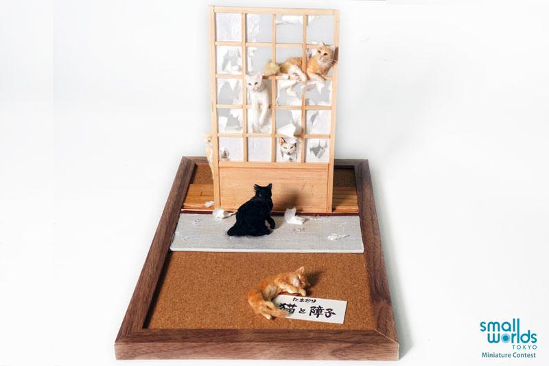 Cats and sliding paper door